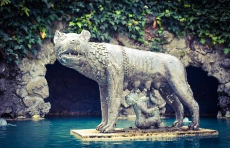 statue wolf romulus remus italian garden hamilton